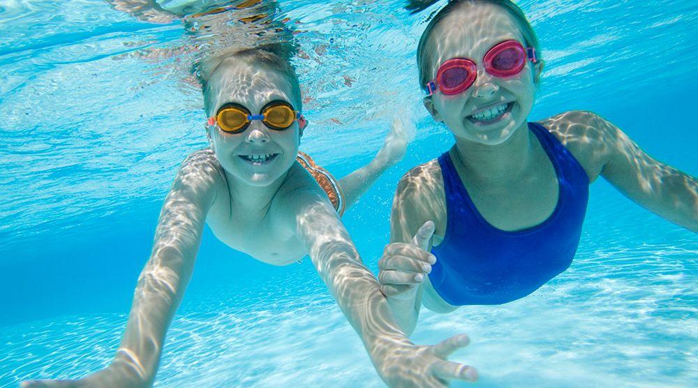 10 consejos para disfrutar de la piscina sin riesgo verfarma for Dermatitis atopica piscina cloro