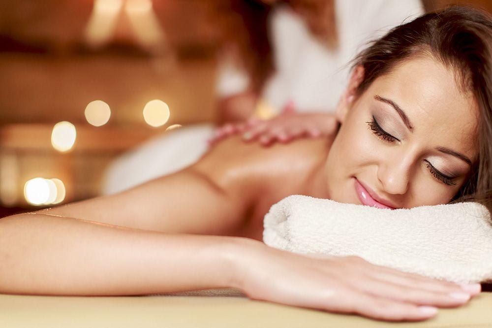 El masaje relajante puede ayudar a combatir muchas molestias diarias, ayudando a mejorar el día a día de las personas.