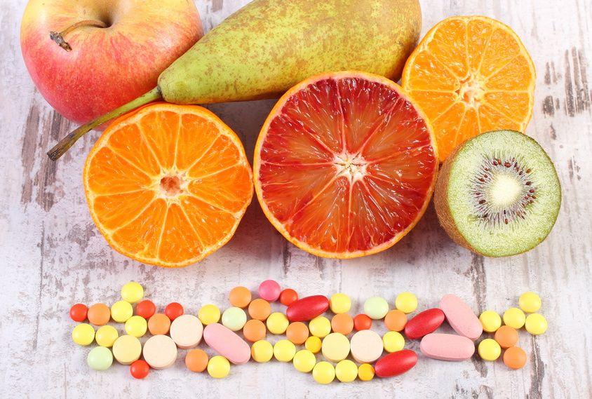 El consumo de medicamentos debe ir acompañado de una dieta equilibrada que evite interacciones adversas entre el tratamiento farmacológico y los alimentos