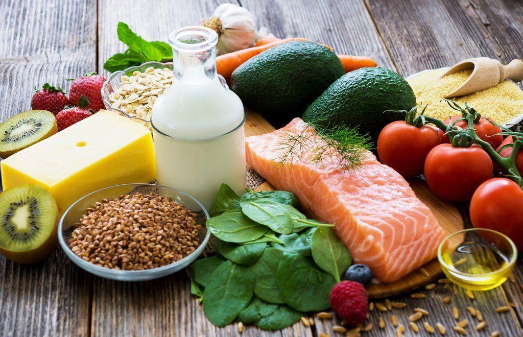 Debes llevar una alimentación sana y equilibrada para prevenir la aparición del acné